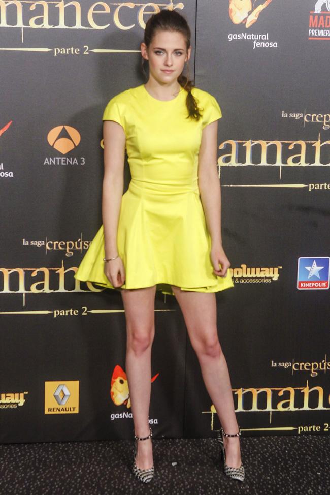 Kristen Stewart s-a imbracat ca un semn rutier la premiera Twilight de la Madrid