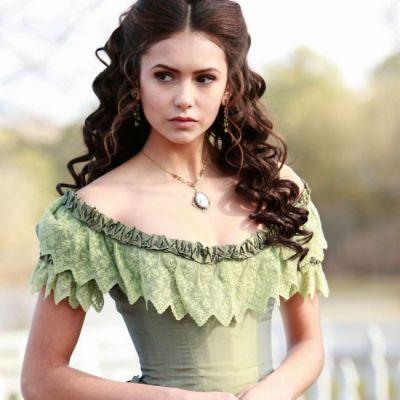 Te uiti la Vampire Diaries? Invata sa iti faci o coafura eleganta ca a Ninei Dobrev in rolul lui Katherine Peirce