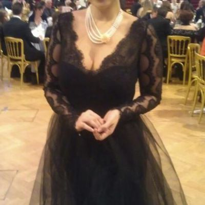 Andreea Marin, aparitie rafinata si sexy la o gala umanitara din Viena. Iti place tinuta ei?