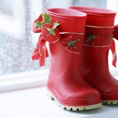 Mos Nicolae vine in noaptea de 5 spre 6 decembrie. Copiii trebuie sa isi pregateasca ghetutele