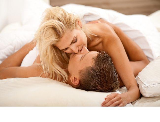 6 lucruri pe care poti si trebuie sa i le faci unui barbat dezbracat. Cum sa obtii garantat o noapte fierbinte