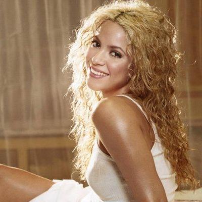 Shakira a pozat cu burtica de gravida la vedere alaturi de iubitul ei. Uite ce frumosi sunt viitorii parinti