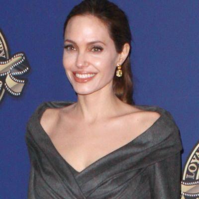 Angelina Jolie, look lipsit de stralucire la una dintre putinele sale aparitii publice