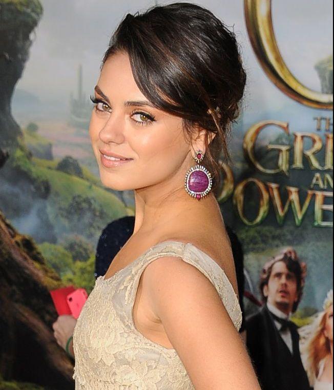 Mila Kunis a demonstrat ca merita titlul de cea mai sexy femeie a anului 2012 la premiera noului sau film