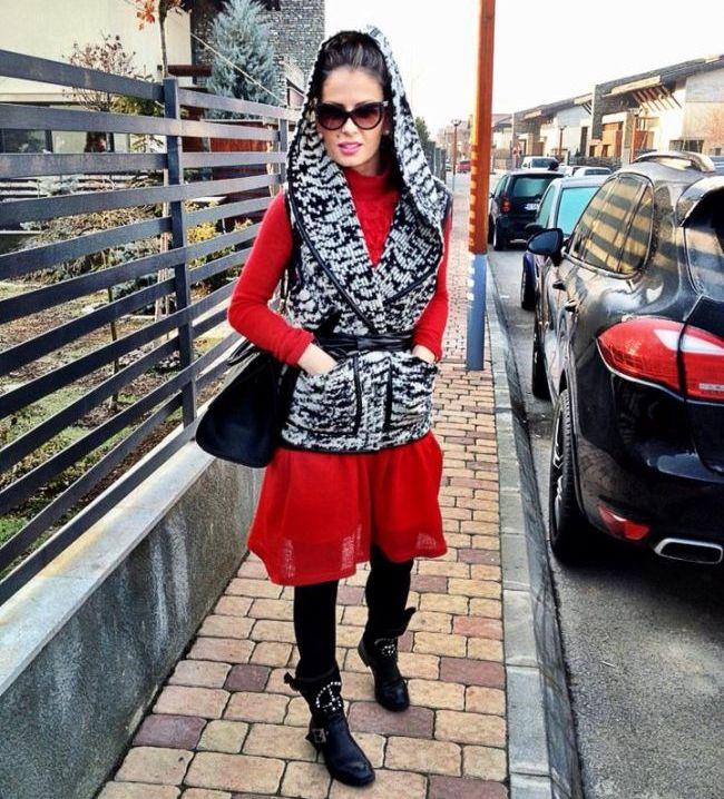 Andreea Banica, cu cateva ore inainte sa prezinte semifinala Eurovision: s-a pozat intr-o tinuta  de casa  extrem de sumara