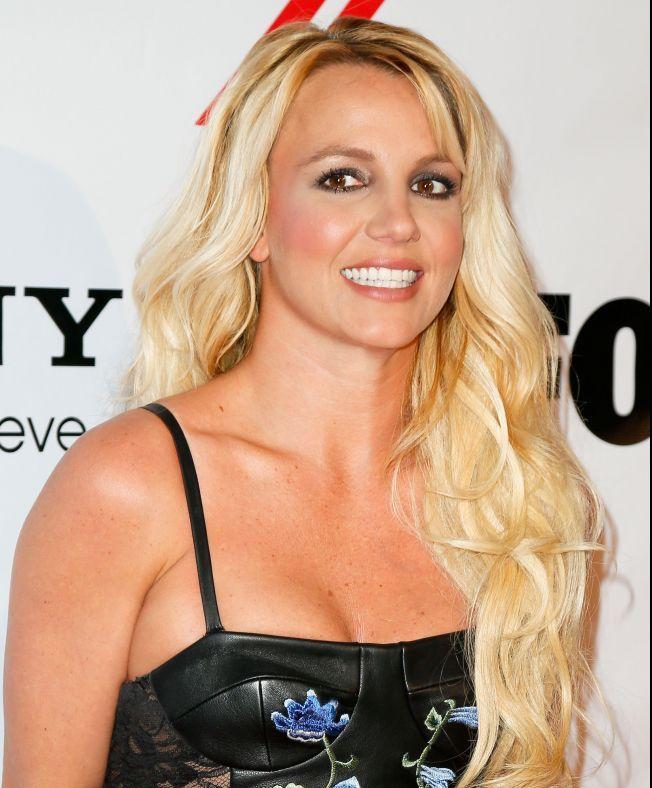 Britney Spears, schimbare radicala de look: si-a vopsit parul saten