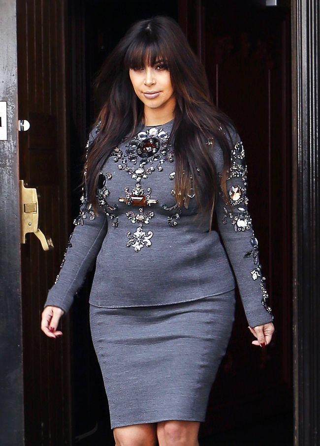 Acuzatiile scandaloase care i se aduc lui Kim Kardashian. O revista din SUA sustine ca vedeta nu este cu adevarat insarcinata si aduce dovezi