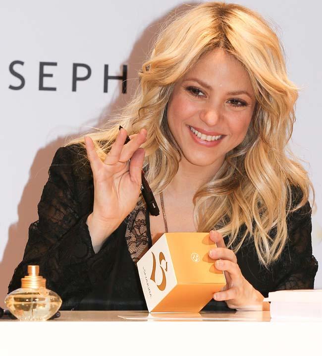 Shakira, aparitie sexy si supla, la nici doua luni de la nastere. Cu ce tinuta si-a incantat vedeta fanii la lansarea noului ei parfum