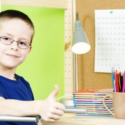 7 lucruri pe care trebuie sa le stie orice parinte inainte de a-i cumpara ochelari copilului sau