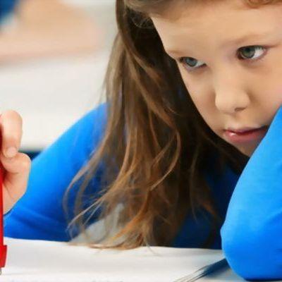 Copiii care scriu cu stiloul invata mai bine decat cei care scriu la calculator