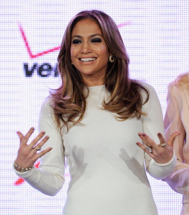 Serioasa, dar sexy! Cum arata Jennifer Lopez in ipostaza de femeie de afaceri