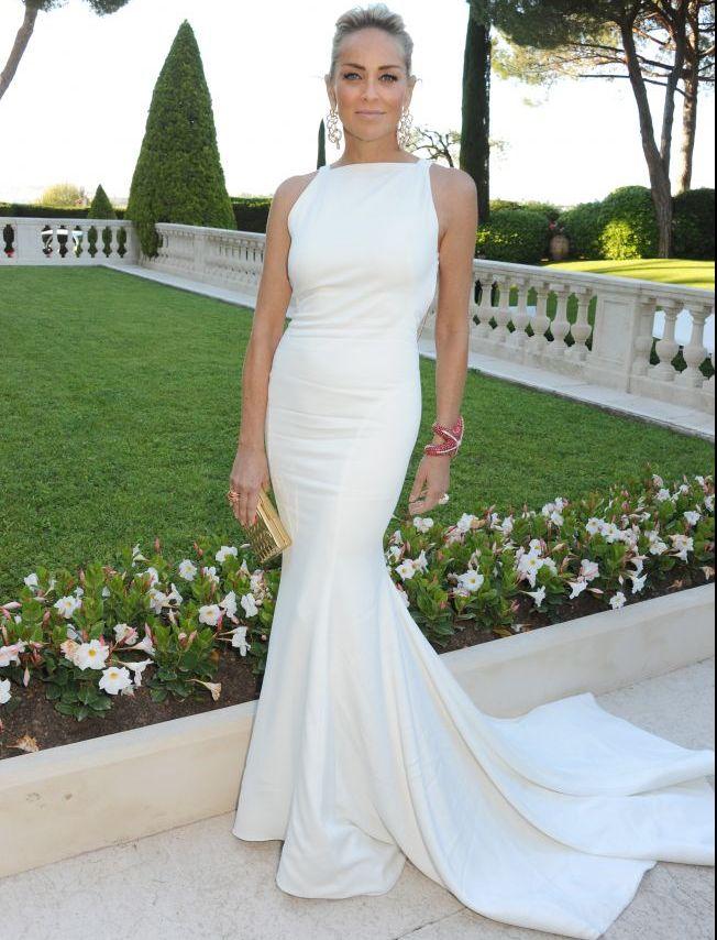 Rochia lui Sharon Stone a fost atractia zilei la Cannes. De ce s-a uitat toata lumea la spatele ei