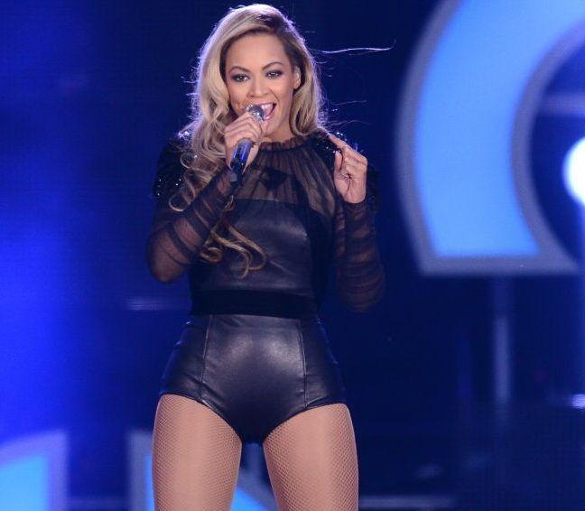 Rochia in care Beyonce pare goala. Imaginea care dovedeste ca diva are un posterior mai apetisant decat Jennifer Lopez