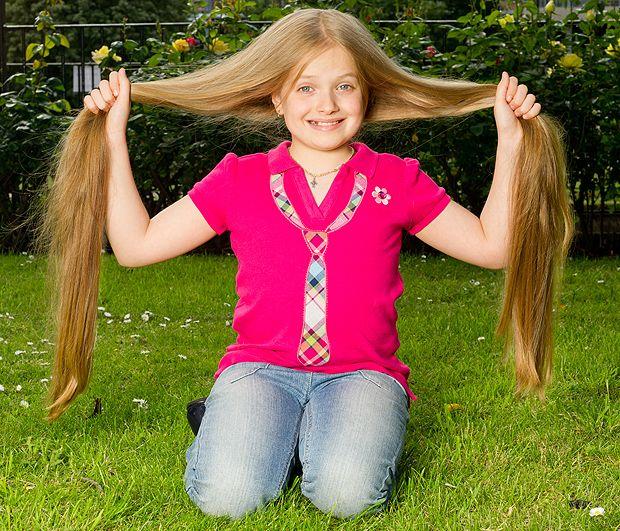 La doar 8 ani, parul ei are aproape 1 metru lungime. Cum ...