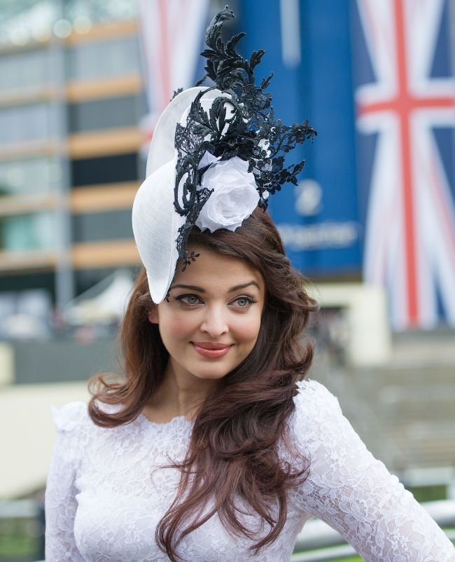 Aishwarya Rai a eclipsat familia regala la celebra cursa de cai Royal Ascot, eveniment la care sunt etalate cele mai extravagante palarii