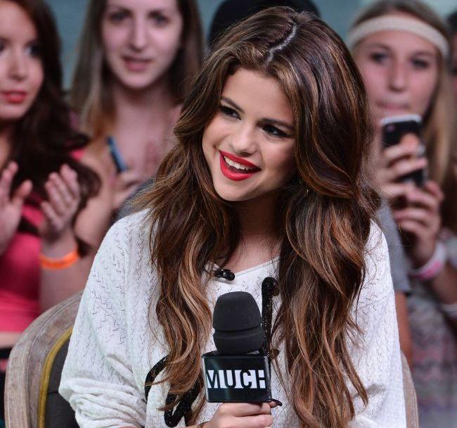 Primele poze cu Selena Gomez si surioara ei nou-nascuta. Vezi cat de simpatice sunt si afla cum o cheama pe pitica