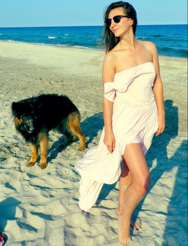 Adela Popescu, seducatoare la malul marii. Cum arata fara pic de machiaj
