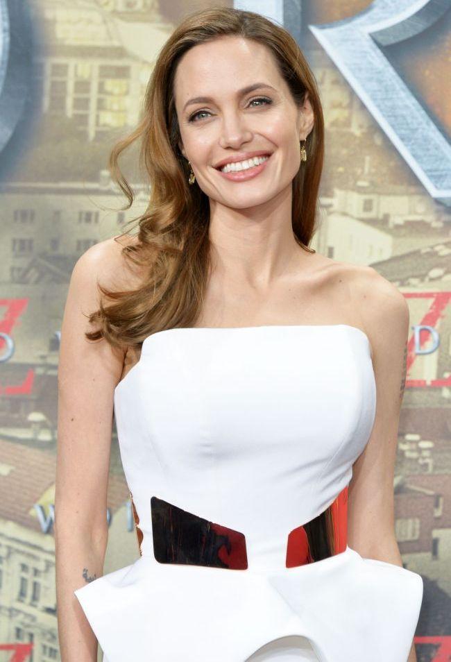 Angelina Jolie, insarcinata cu gemeni? O revista americana a publicat o ecografie care pare sa demonstreze ca familia Jolie-Pitt se mareste din nou