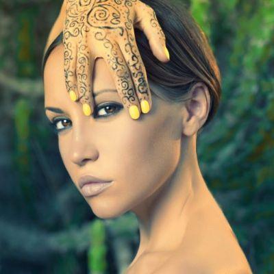 Perechea de blugi-cizma neobisnuita pana si pentru Rihanna