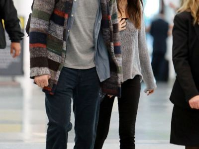 Mila Kunis, suprinsa de paparazzi alaturi de Ashton