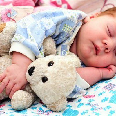 Febra la copii. Ce reprezinta febra si care este tratamentul pentru cel mic