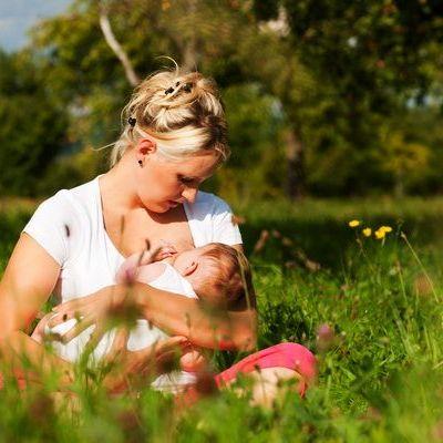 Afla cum sa-l alaptezi corect pe bebe