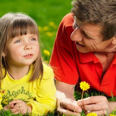 4 idei simple ca sa iti inveti copilul doua limbi straine in acelasi timp. Le-ai pus in aplicare?