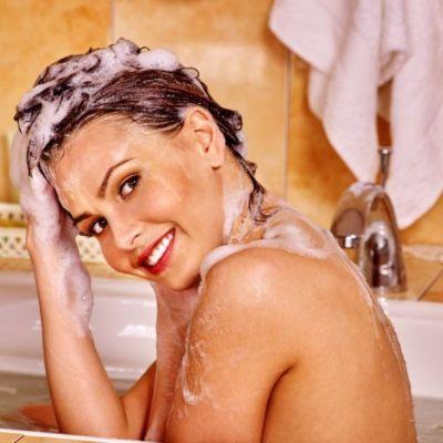 5 greseli pe care le faci in mod frecvent atunci cand te speli pe cap