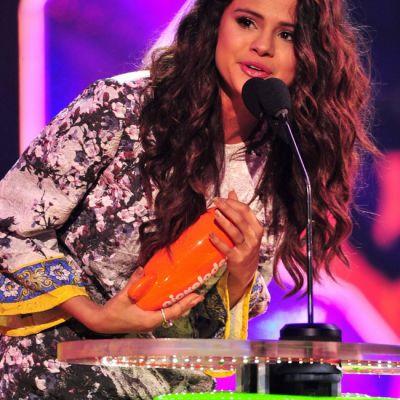 Hotarata sa-l cucereasca definitiv pe Justin Bieber. Cum s-a imbracat Selena Gomez la cea mai recenta intalnire cu iubitul ei