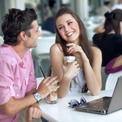 Blogul Rebecai Stan: Despre minciunile pe care le spun barbatii ca sa le impresioneze pe femei