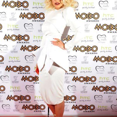 Rita Ora, topless si intr-un bikini minuscul. Imaginea care a ridicat gradele din termometre si a incins imaginatia fanilor