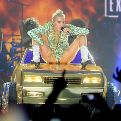 Vrei sa te intalnesti cu Miley Cyrus? Uite ce reguli stricte trebuie sa respecti pentru a iesi cu vedeta