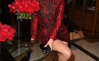 Jennifer Lopez, intr-o rochie care de abia ii acopera celebrul posterior. Cum le-a eclipsat pe Eva Longoria si Reese Witherspoon la o gala selecta