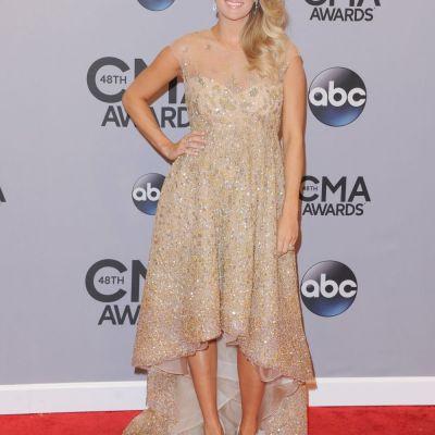 Carrie Underwood si-a etalat burtica in rochiile designerilor romani. Cum arata cea mai sexy vedeta country in creatii Lorena Sarbu si Rhea Costa
