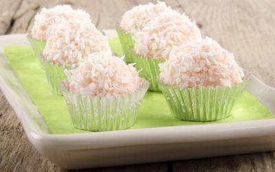 Reteta bomboane Raffaello: Cum pregatesti acasa dulciurile cu cocos indragite de toata lumea