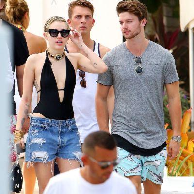 Cand se credea ca Miley Cyrus nu mai poate surprinde cu ceva, vedeta a uimit din nou. Cum a aparut cantareata pe plaja