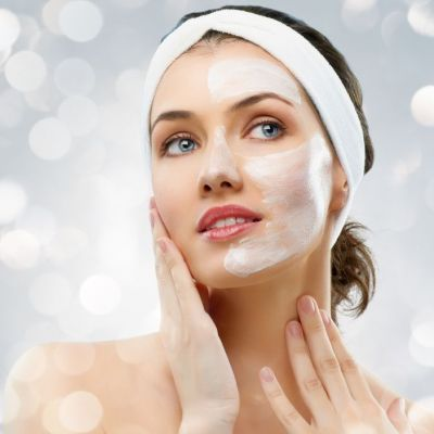 Masca-minune pe baza de argila care amelioreaza acneea. Cu doar 4 ingrediente tenul tau va arata perfect