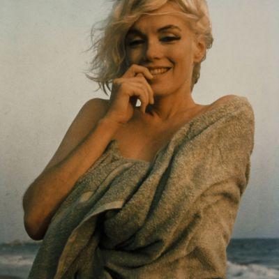 Ultima sedinta foto a lui Marilyn Monroe.Cat de frumoasa si sexy era cu doar trei saptmani inainte de moartea sa tragica