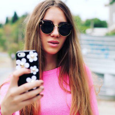 Regulile pe care trebuie sa le urmezi daca vrei sa faci un selfie perfect