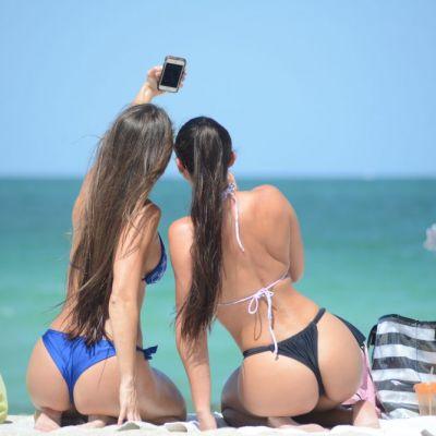 Show total pe plajele din Miami. Nimeni nu si-a putut lua ochii de la tinerele cu corp perfect si atitudine sexy