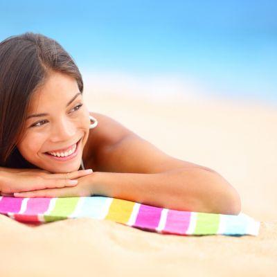 Stai prea mult la plaja? Vezi la ce pericole te expui si ce trebuie sa faci pentru a evita problemele de sanatate