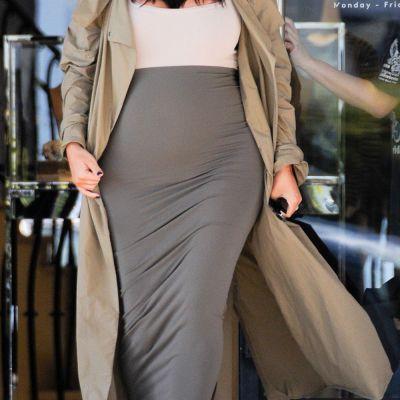 Total lipsita de inhibitii. Kim Kardashian s-a pozat nud in al doilea trimestru de sarcina si a publicat poza pe net