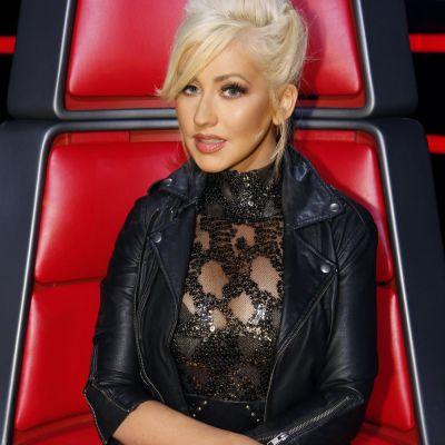 De la forme rubensiene la corp de top model. Christina Aguilera s-a pozat topless, in bikini, ca sa se laude cu silueta