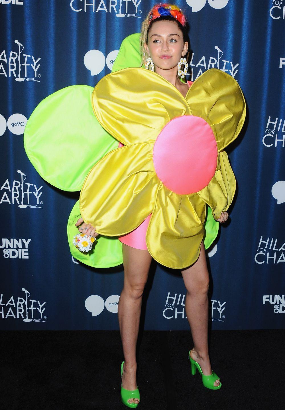Las tetas de Rihanna y las tetas de Miley Cyrus, estrellas