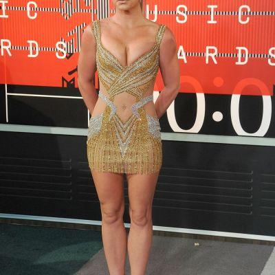 I s-a crapat fermoarul in plina scena. Britney Spears, accident vestimentar de proportii in timpul unui concert