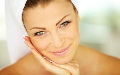 5 lucruri pe care femeile cu pielea perfecta le fac inainte de culcare