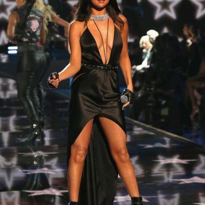 S-a ridicat la inaltimea ingerasilor VS. Cat de sexy a fost Selena Gomez la celebrul show de lenjerie intima