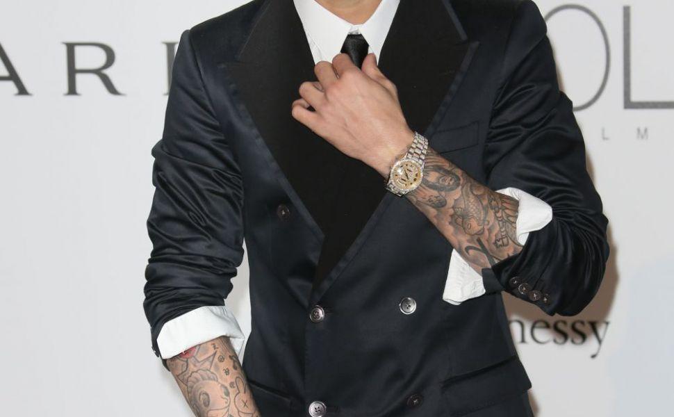 Justin Bieber nu se mai ascunde! Toti au vazut sarutul lui pasional cu o blonda sexy. Cum arata cea care l-a cucerit