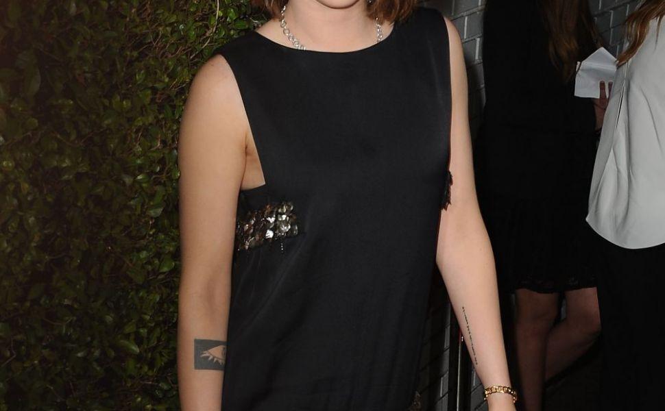 Kristen Stewart, aparitie rara si foarte sexy intr-o fusta mini. Cum arata picioarele de model ale vedetei