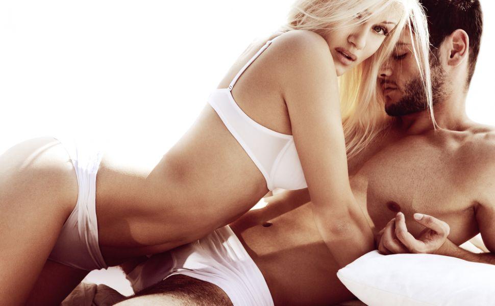 Ce ii incita pe barbati: trucuri de care sa tii cont daca vrei sa-ti innebunesti iubitul